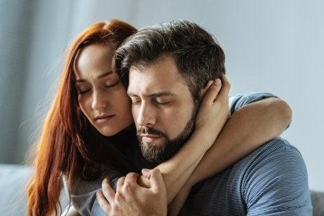 pareja-apoyandose