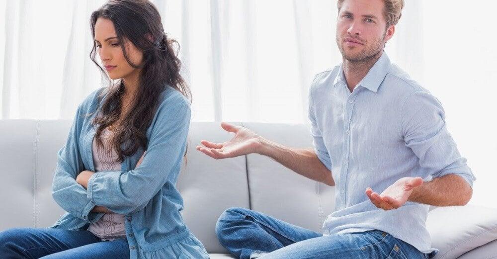 Chica enfadada con su novio por ser eyaculador precoz
