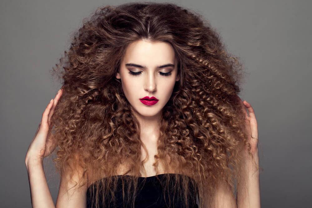 5 Peinados Ideales Para Cabello Rizado Mejor Con Salud