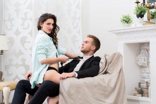 sexo en silla