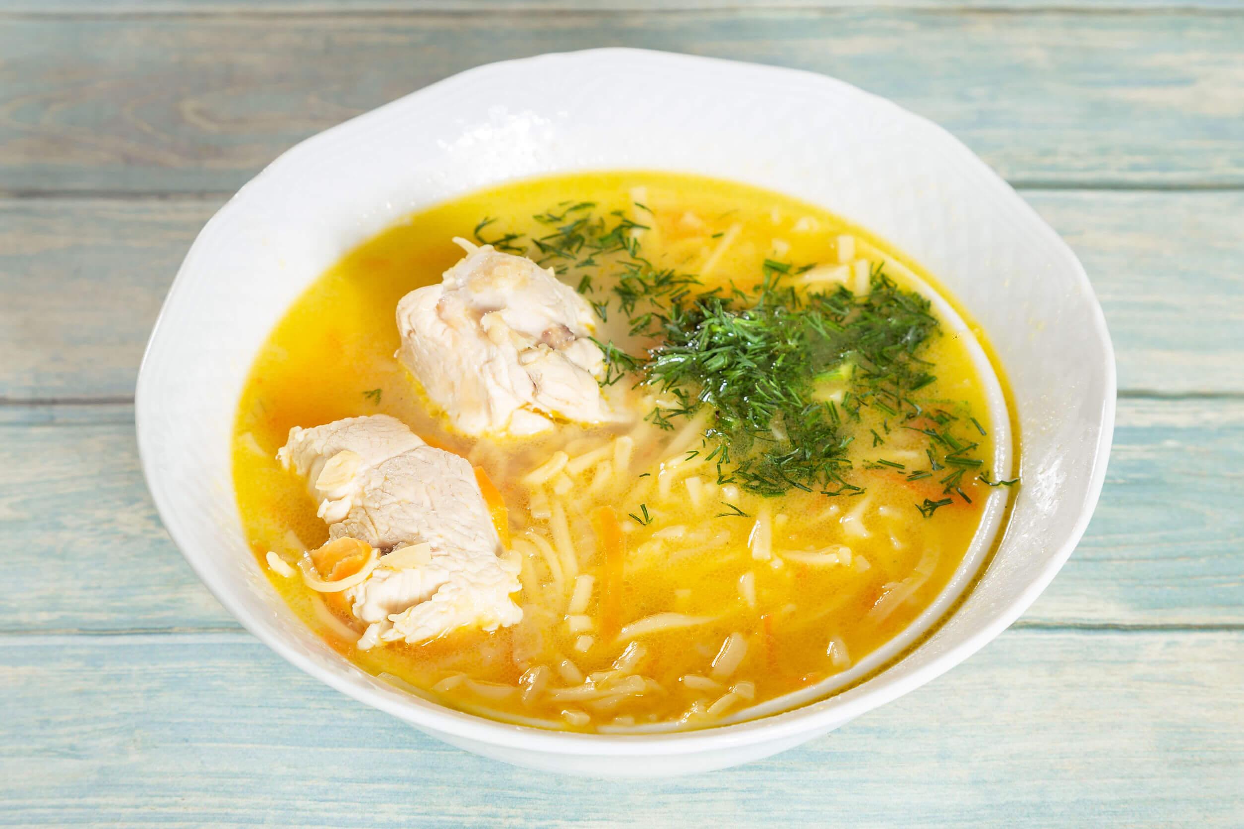 La sopa quemagrasa incluye pollo.