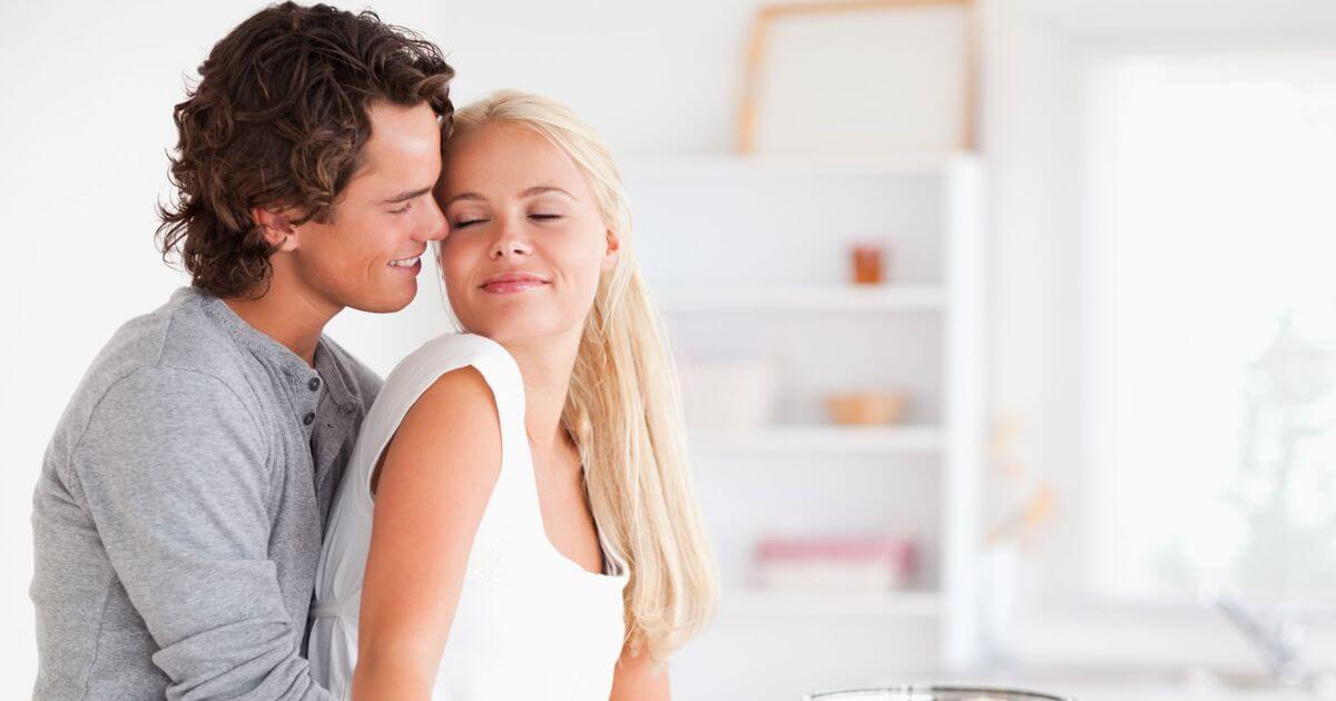 """Una de las posturas para hacer el amor más popular es la """"sorpresa"""""""
