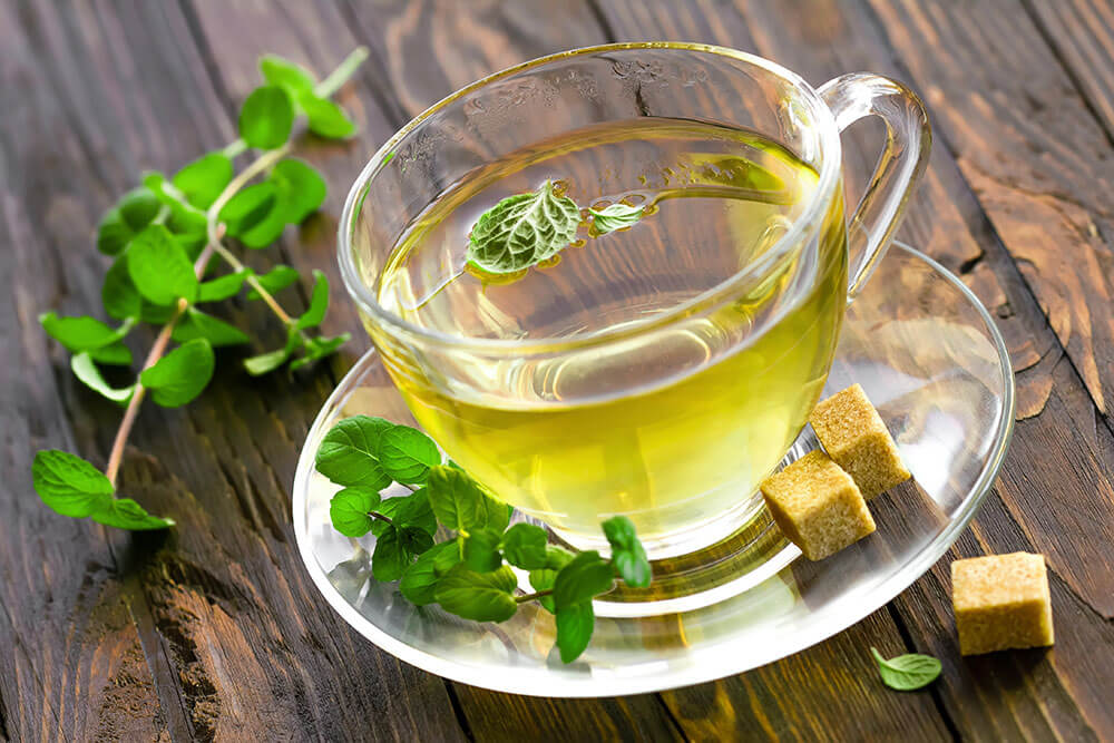 Remedios naturales para el dolor de cabeza: té de menta