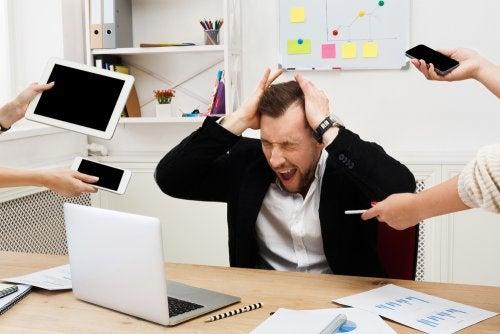 trabajador-estresado