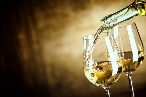 ¿Qué vino es más saludable, el caro o el económico?