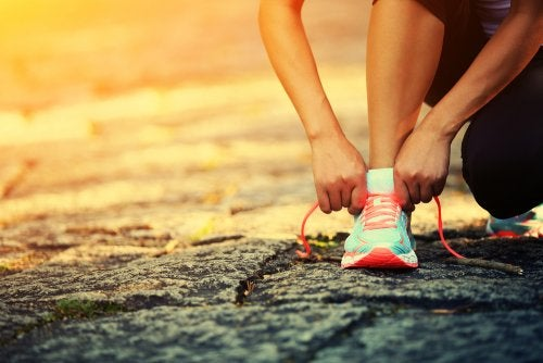 sneakers and leg slimming exercises