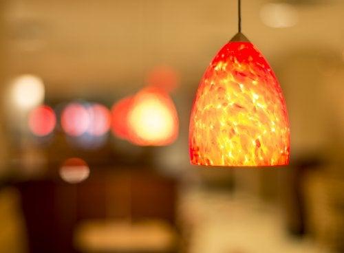 Hermosas lámparas hechas con materiales reciclables