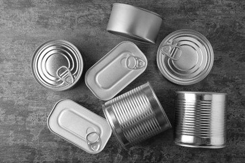 Lámparas hechas con latas