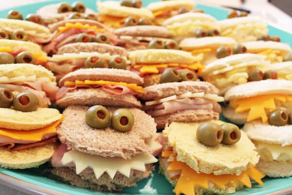 Sándwiches con forma de monstruo para hacer con los niños.