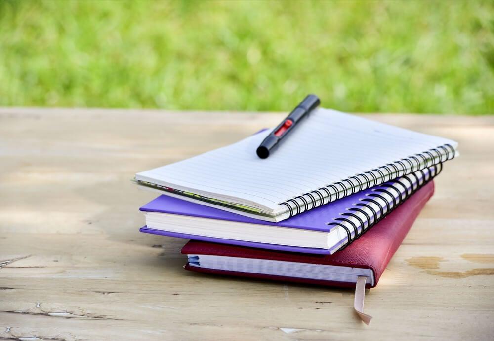Qué materiales puedes emplear en la personalización de tus cuadernos