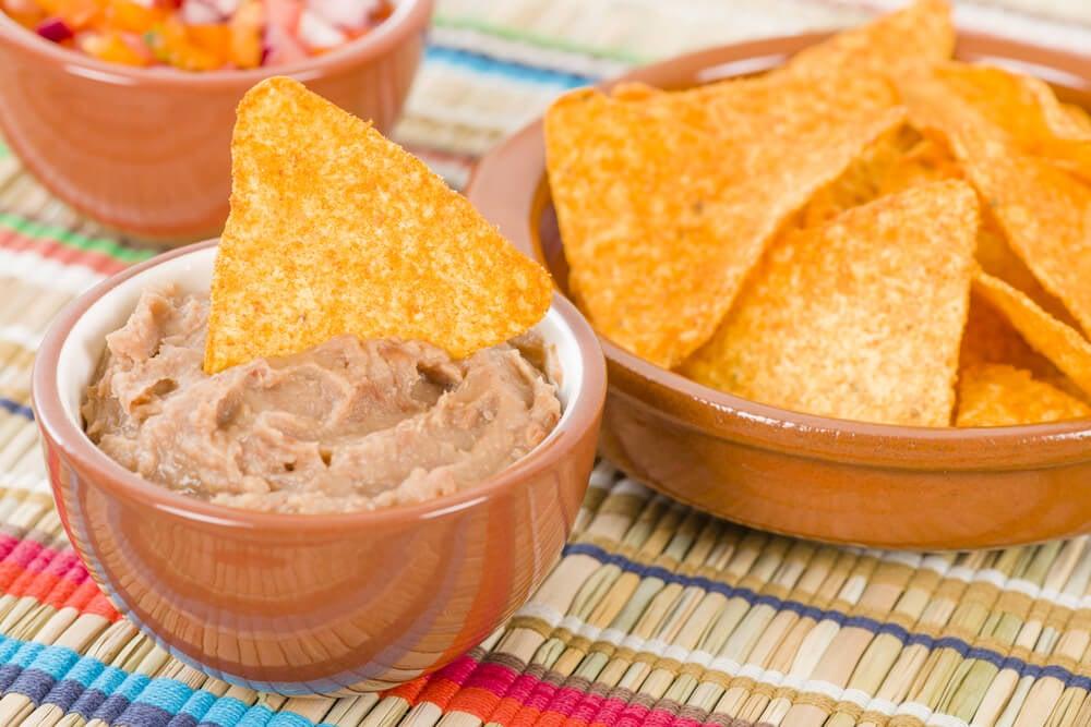 Recetas de nachos mexicanos con frijoles o carne