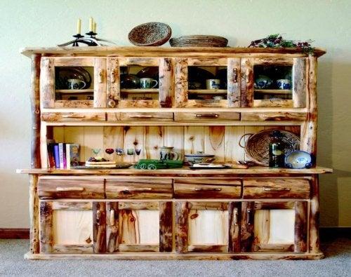 Los muebles de decoración rústica están muy de moda.