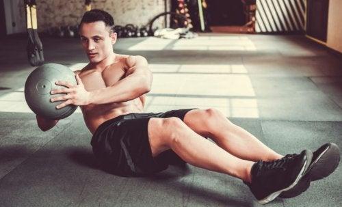 Los abdominales cruzados son un ejercicio para mantener unos buenos abdominales.