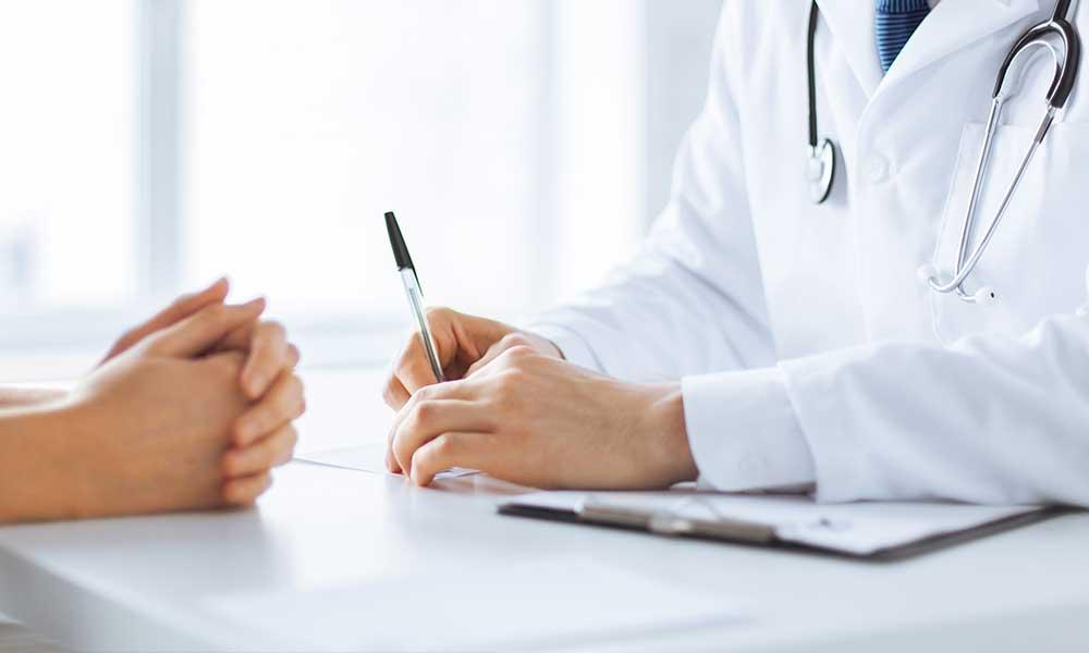 Realizar un examen físico completo para aumentar la fertilidad en las mujeres