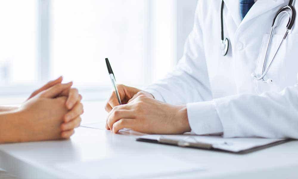 Visitar periódicamente al médico
