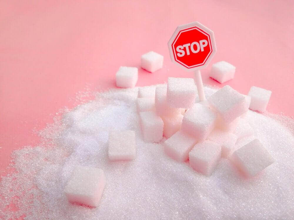 Evita añadirle azúcar a tus alimentos y bebidas.