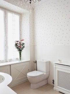 Impresionante decorar el baño con papel pintado ¡y volver a estrenarlo