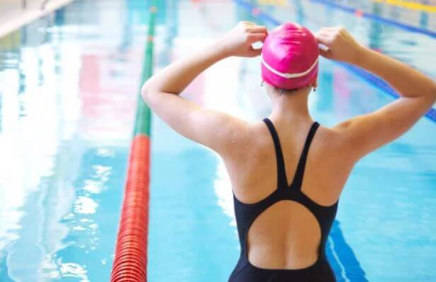Descubre los beneficios de nadar.