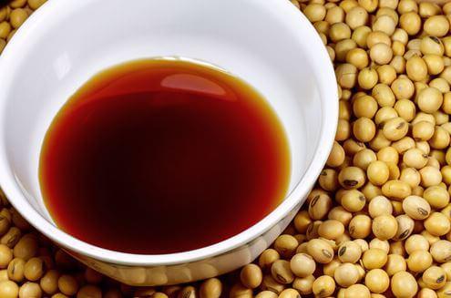 Taza con salsa de soja