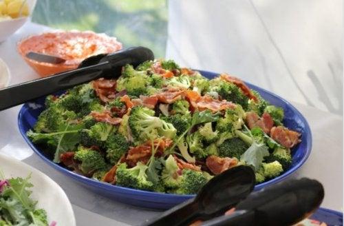 Cacerola con brócoli y jamón, receta casera al horno
