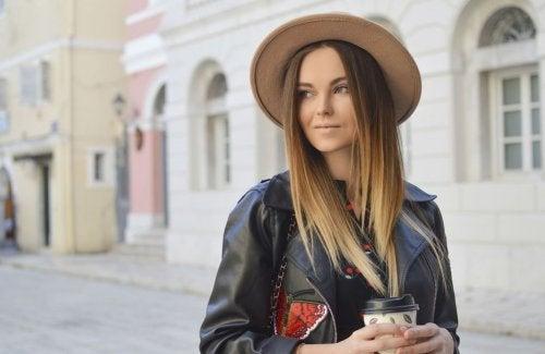 Los sombreros son uno de los accesorios que toda mujer debe tener en su armario.