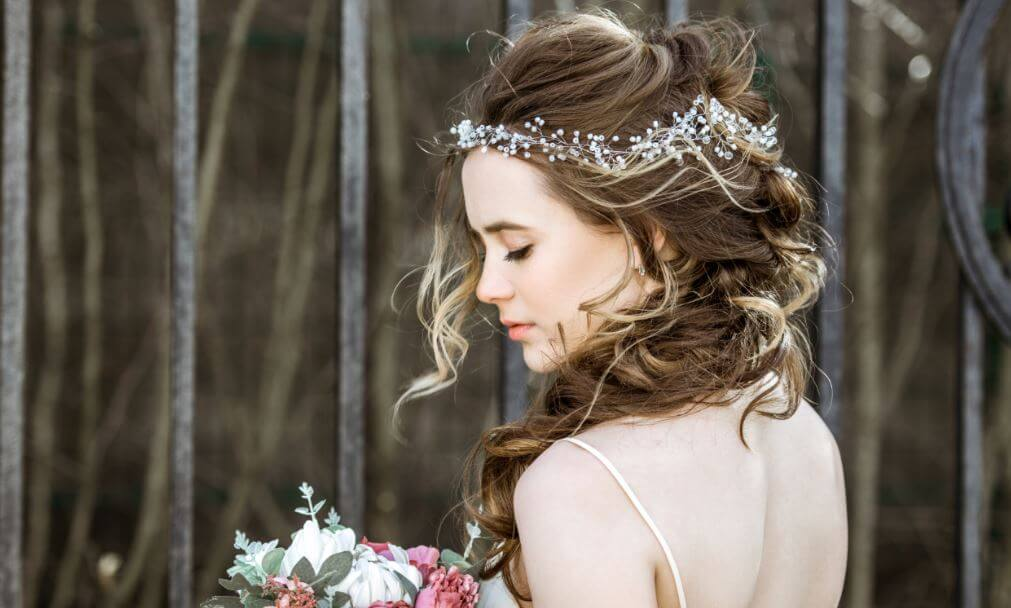 Peinados adecuados según el corte del vestido