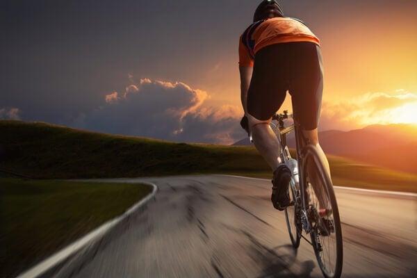 El ciclismo, uno de los ejercicios que ayudan al funcionamiento de tu corazón