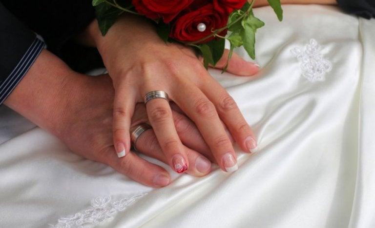 Decoración de uñas adecuada para el matrimonio