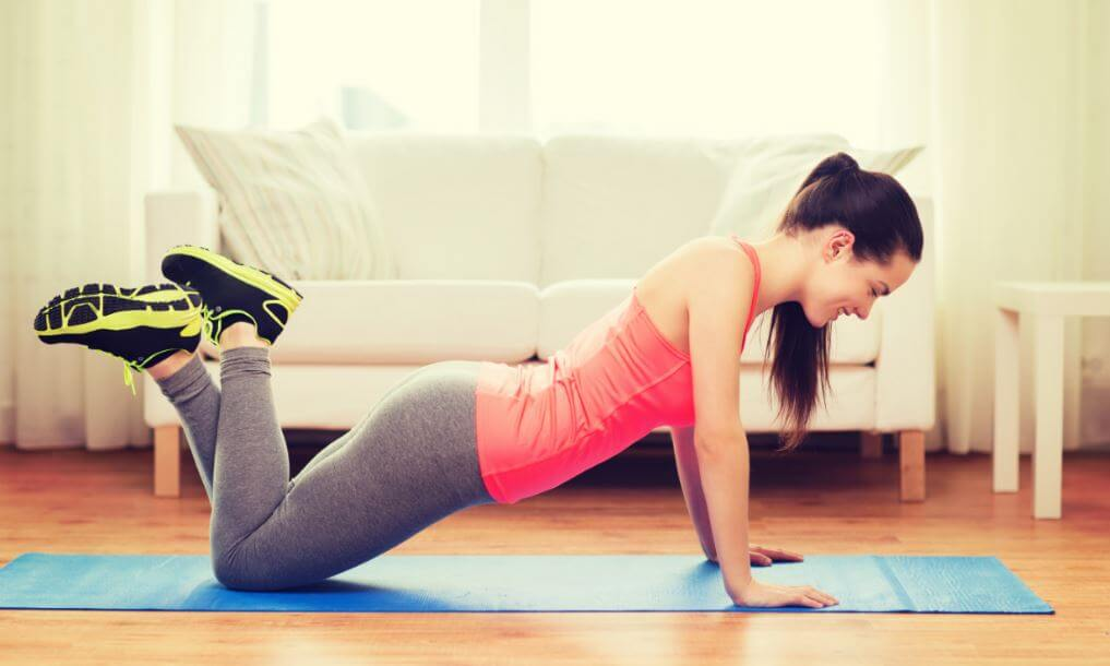 Hacer ejercicio en casa.