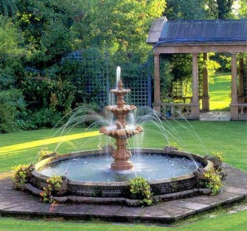 Fuentes de agua 6 ideas para decorar tu jard n mejor for Fuentes de agua con peces