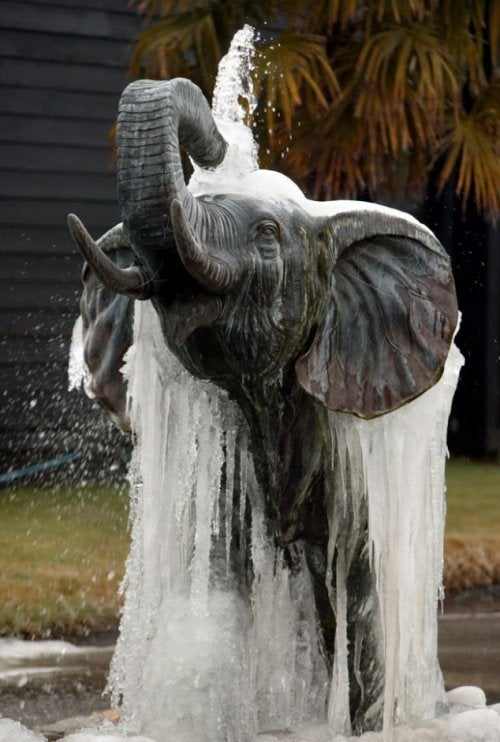 Fuentes de agua 6 ideas para decorar tu jard n mejor - Estatuas de jardin ...
