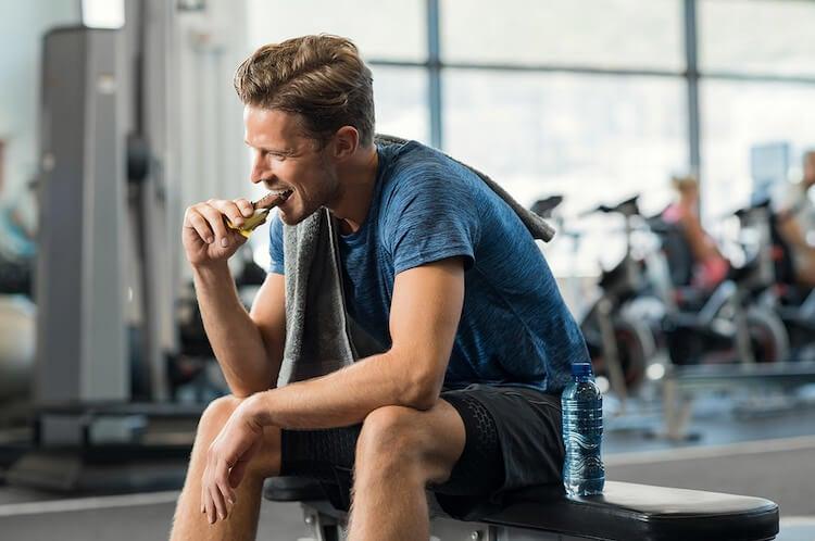 Calcular la ingesta calórica diaria de los hombres