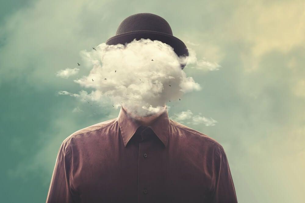 Hombre con nube tapándole la cara