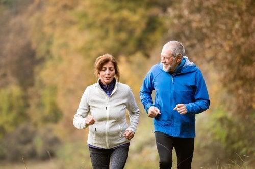 4 ejercicios importantes para personas de la tercera edad
