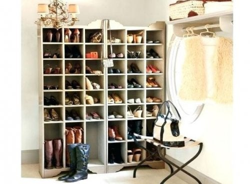 Mueble para zapatos.
