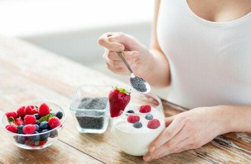 Yogur entero o bajo en grasa: ¿Cuál es la mejor opción en la dieta?