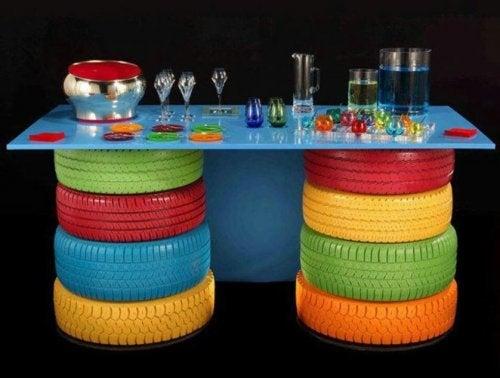 Neumaticos-para-hacer-una-divertida-mesa-artesana