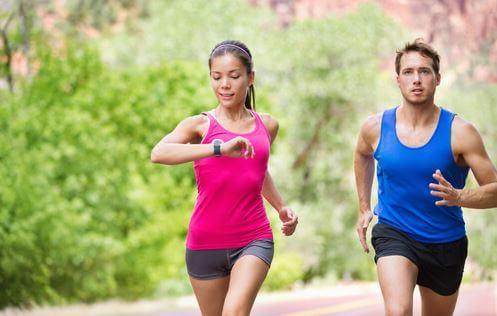 pareja-corriendo-cronometrandose