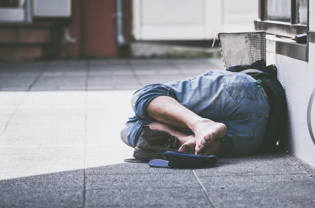 Persona durmiendo en la calle