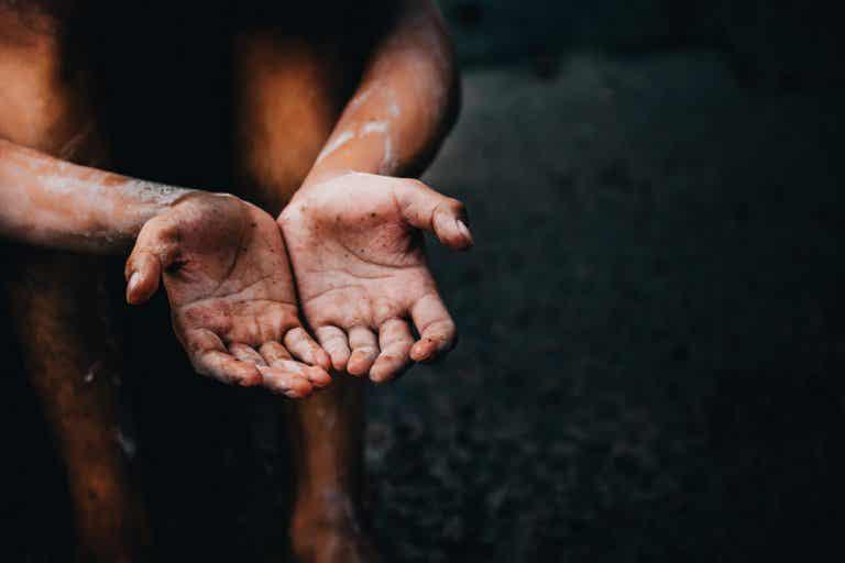 Relación entre la pobreza y las enfermedades mortales