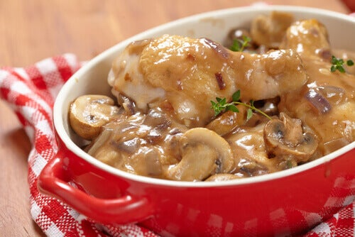 Patatas en salsa de champiñones