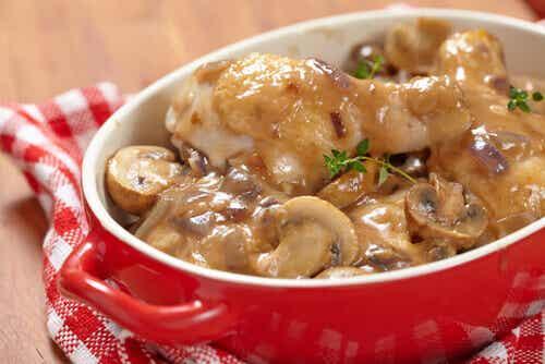 Receta de patatas en salsa de champiñones