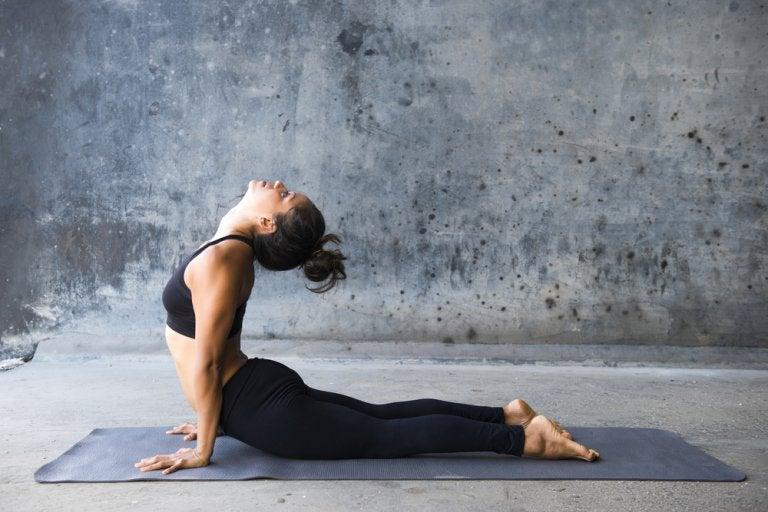 5 ejercicios de yoga para adelgazar