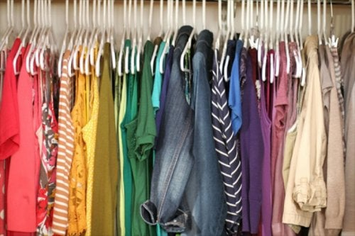 Prendas de vestir o colores para combatir la tristeza