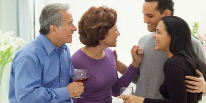 Para empezar una relación es necesario comentar aspectos sociales y familiares.