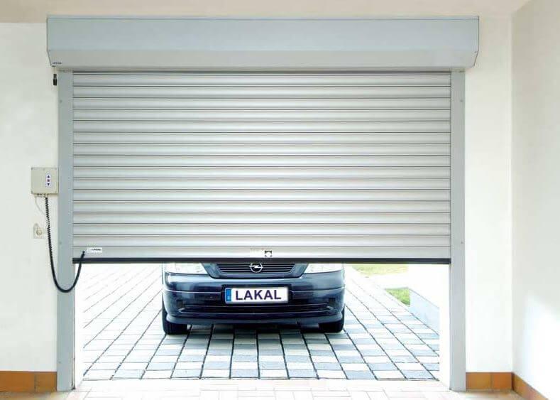 Puerta de garaje enrrollable.