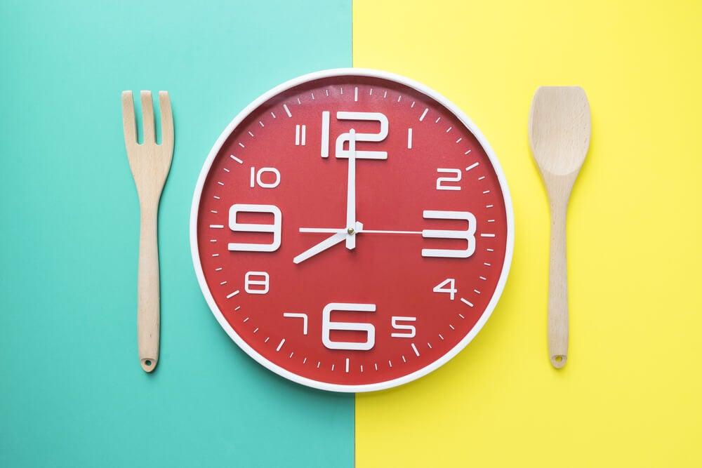 Hora adecuada para consumir alimentos.