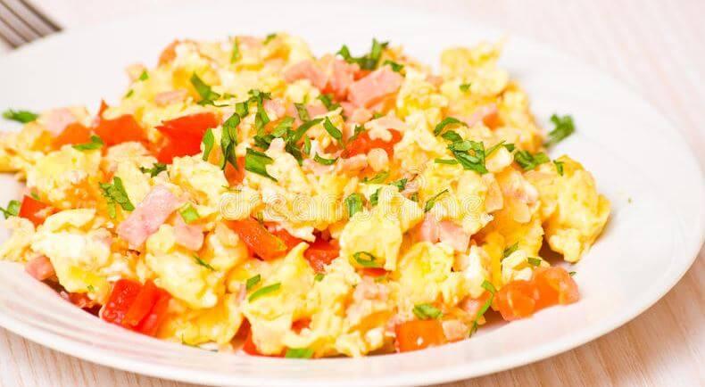 Revuelto con verduras y germinados.