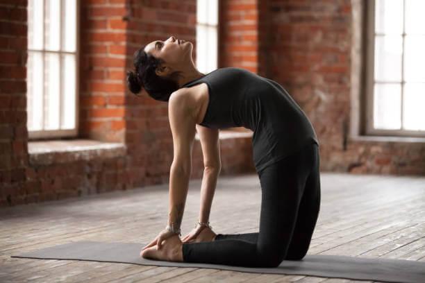 Ejercicios de yoga para adelgazar: postura del camello