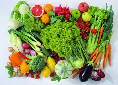 Variedad de frutas y verduras que te dan energía
